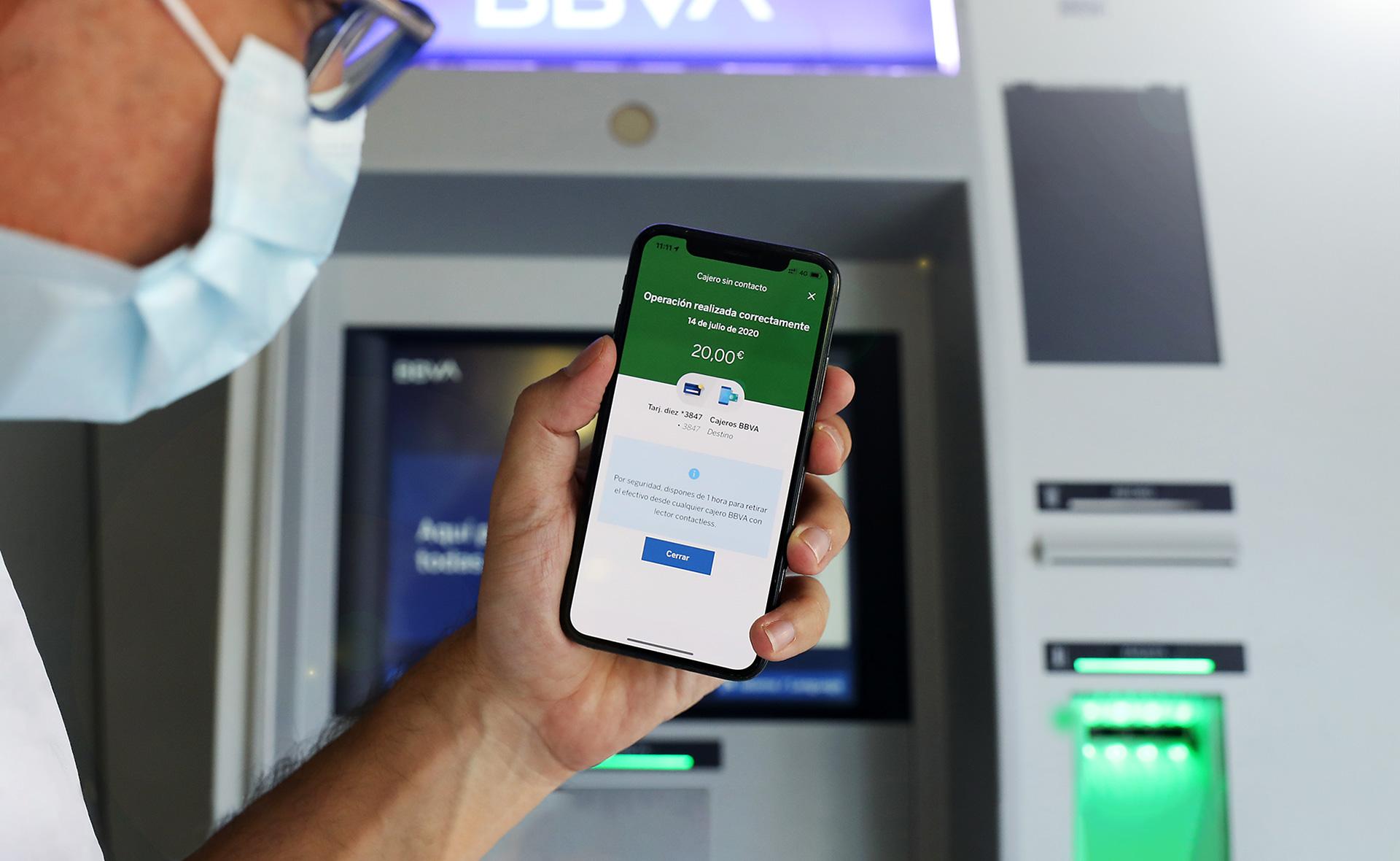 com sacar dinero sin tarjeta en banco bbva