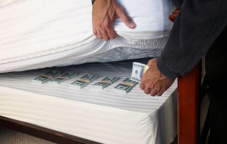 Los 10 Mejores lugares en donde esconder dinero en casa