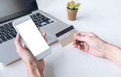Cómo sacar dinero de una tarjeta de debito encontrada Paso a paso